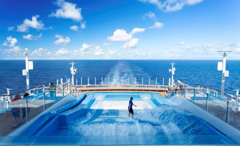 Royal Caribbean surfsimulator op de Harmony of the Seas